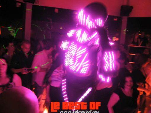 performer echassier robot led