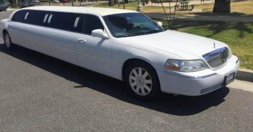 Lincoln Town Car 2 blanche